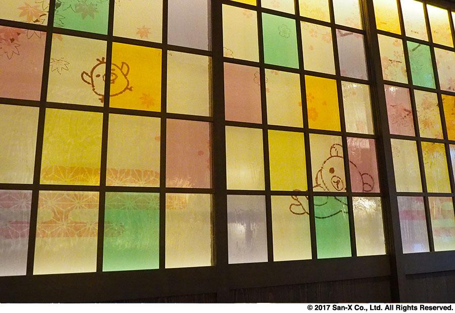 2階茶房には、和テイストのリラックマの装飾が施されており、落ち着いた雰囲気
