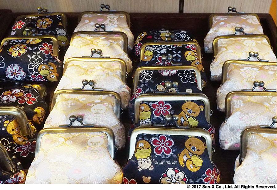 京都の伝統工芸である西陣織を使用した「くしUカンがま口」2160円