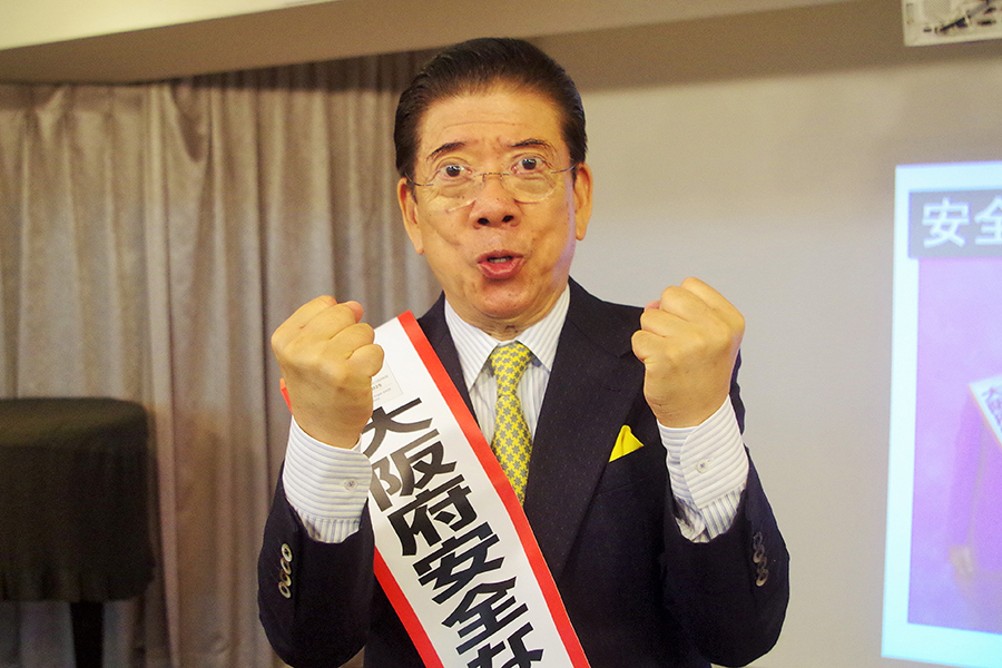 「特殊詐欺には絶対に騙されてはいけません!」と啓発する大阪府安全なまちづくり大使の西川きよし大使(25日・大阪市内)