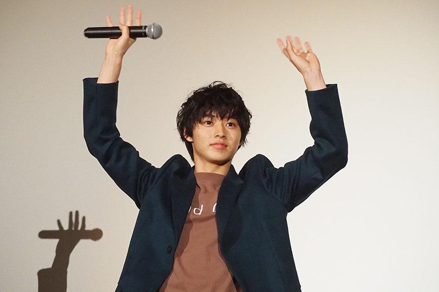 福田監督に「昨日焼鳥食べに行ったんですけど、その前になぜか新幹線で弁当食べてたよね!? で、初期段階でギブアップしてた」と暴露される山﨑