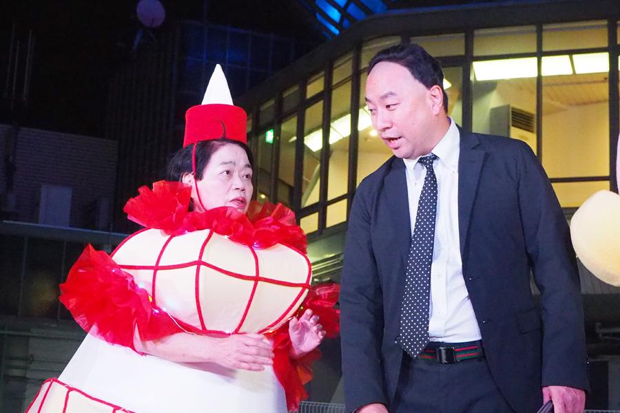 「京都タワーサンドはエレベーターがめっちゃおしゃれ〜!」とあるあるを披露したRGと、ノリノリで踊る今くるよ