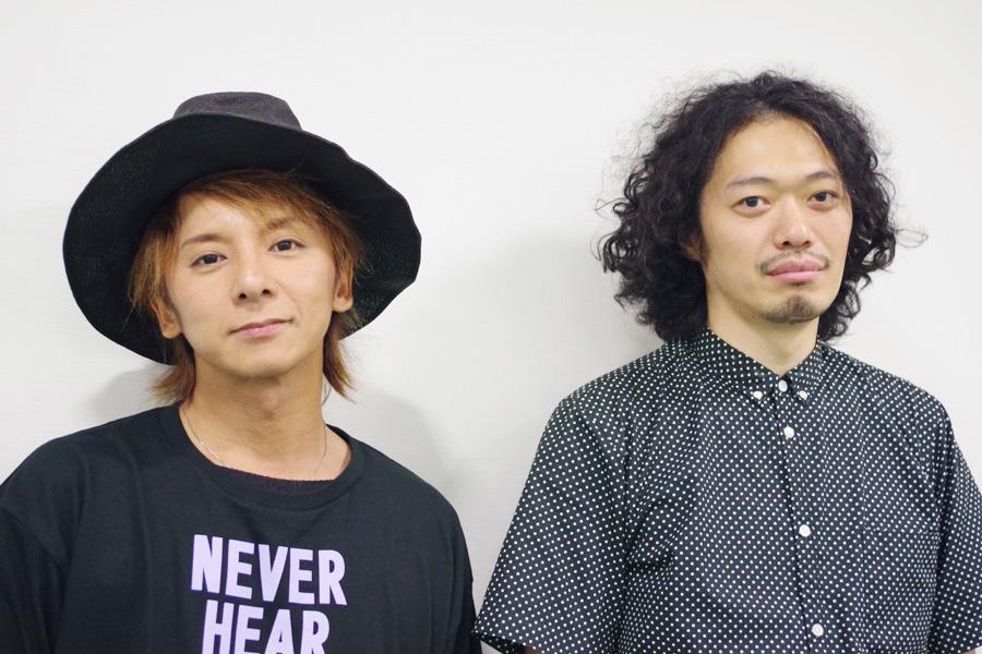 松岡(左)と丸尾。「陰陽が同居しているのが人間。クリーンな面しか見えていない人にも、松岡さんの影の部分を観てもらいたい」と丸尾
