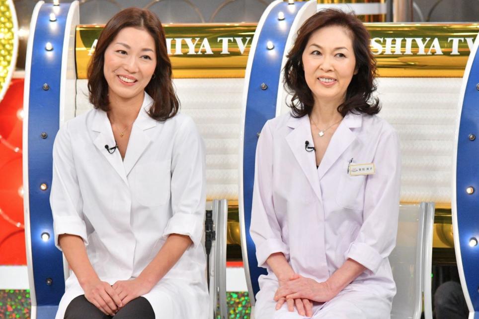泌尿器科の二宮典子さん(左)の検査の話に、レギュラーメンバーは大騒ぎ