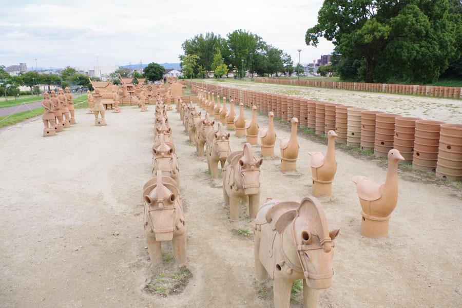 大きな埴輪が立ち並び、古代の祭りを再現した『埴輪祭祀区(はにわさいしく)』