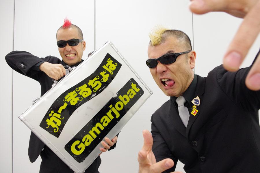 が〜まるちょばは、赤いモヒカンのケッチ!(左)と黄色いモヒカンのHIRO-PONの2人組