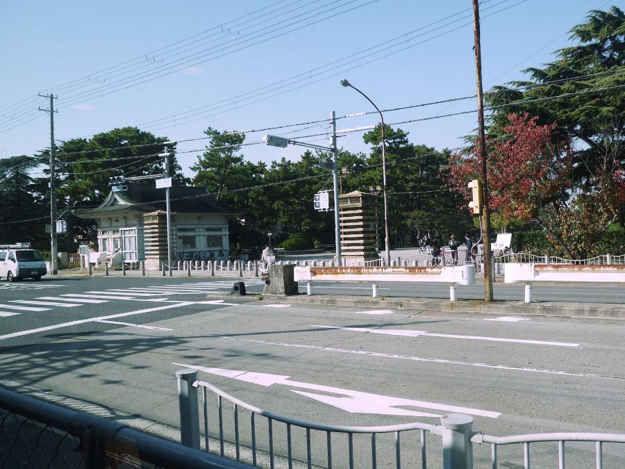 地元の人にとってはプールでも人気の浜寺公園。駅からは徒歩約3分