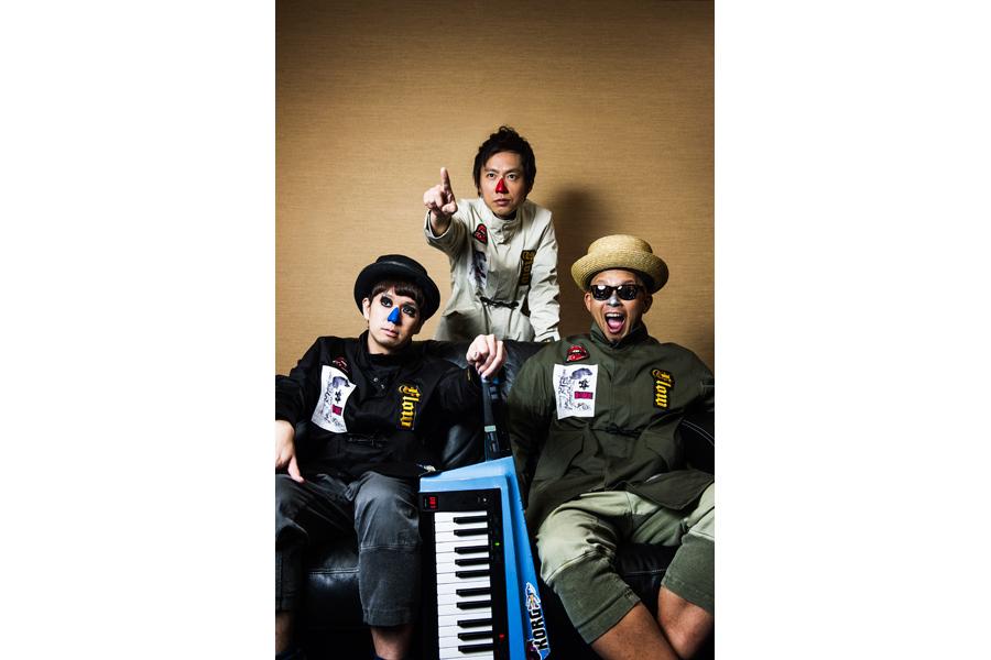 ビアノトリオ・H ZETTRIO(左から、ピアノのH ZETT M、ベースのH ZETT NIRE、ドラムのH ZETT KOU)