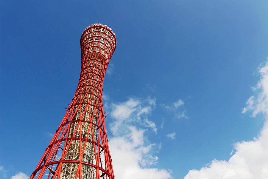 「鉄塔の美女」とも称される、1963年開業の「神戸ポートタワー」