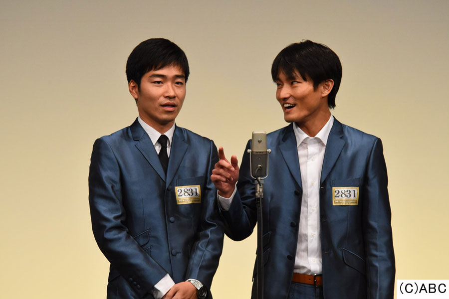 ジャルジャル(左から、後藤淳平、福徳秀介)