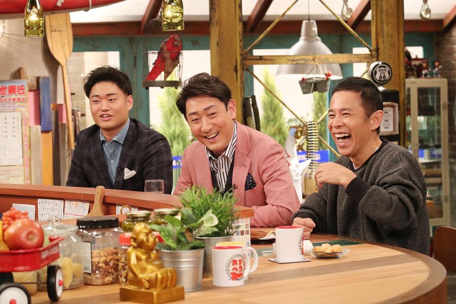 トーク番組『おかべろ』に出演した中村芝翫(中央)と中村福之助(左)