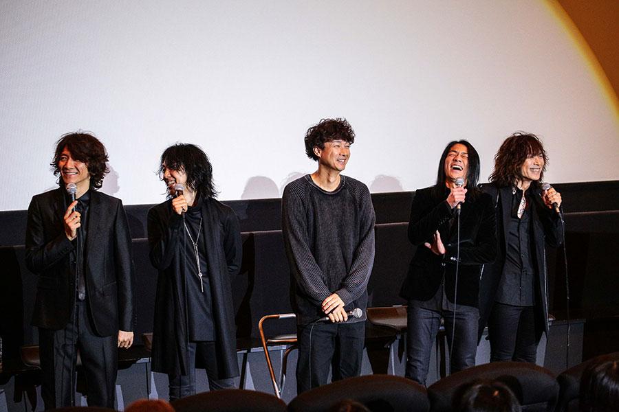 FM802の公開収録&試写会に登場したTHE YELLOW MONKEYのメンバーと松永大司監督(中央/2日・大阪市内)