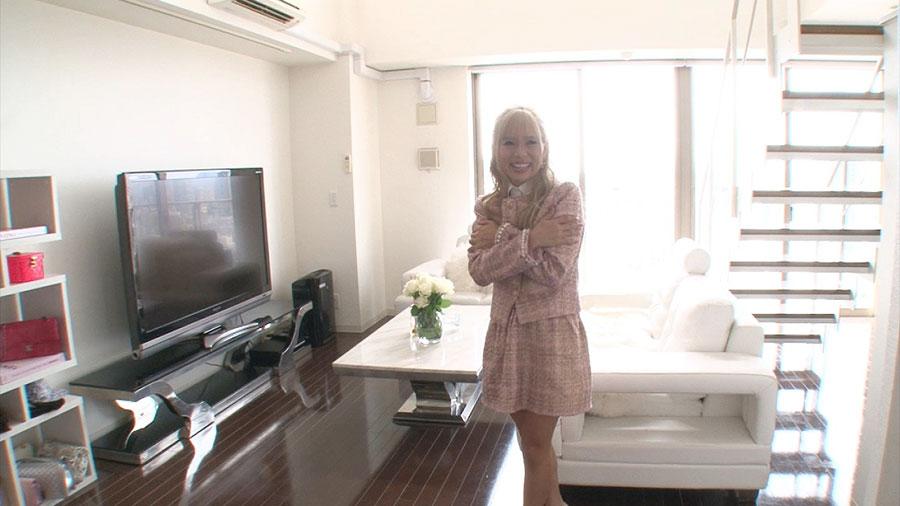 大阪の高層マンションの最上階にあるアイリさんの自宅