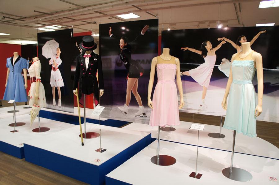 浅田舞と姉妹で出演する『THE ICE』の衣装も多く展示