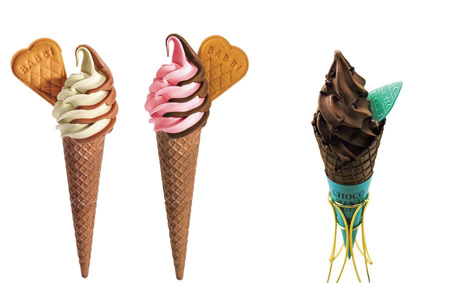 左から「BABBI(バビ)」ピスタチオ&チョコレート、フランボワーズ&チョコレート。「エクチュア」のチョコミントソフト