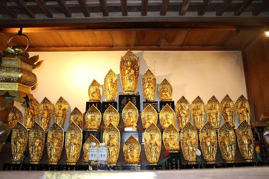 第十二番札所 正法寺(岩間寺)。本堂と地蔵菩薩像の特別公開とともに、三十三観音堂(写真)も公開