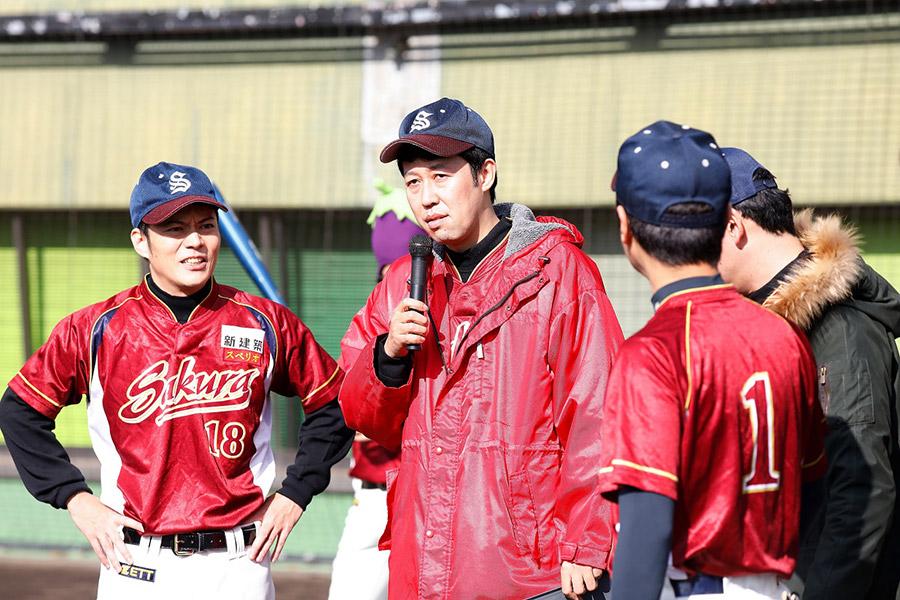 野球大好き芸能人チームを率いる小籔千豊監督