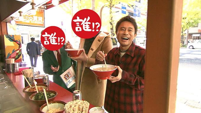 難波の「金龍ラーメン」で立ち食いする相方と浜田と相方