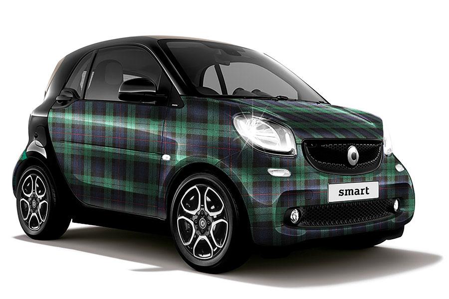 メルセデスのシティ・コンパクトカー「smart」。購入特典として30万円のアクセサリープレゼント付き。