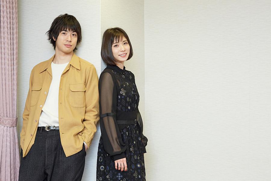 主人公・ヨシカを演じた松岡茉優(右)と、彼氏二役の渡辺大知(黒猫チェルシー)