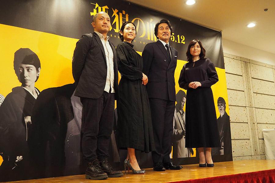 映画『孤狼の血』会見に登場した白石和彌監督、阿部純子、役所広司、柚月裕子(2017年12月・広島市内)
