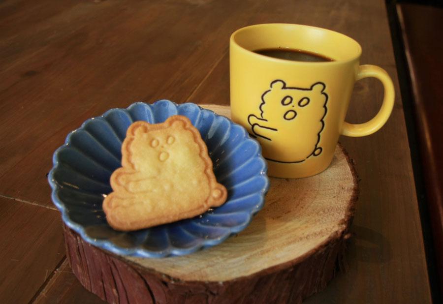 KUMA COFFEE(ブレンド・デカフェ)650円+税(オリジナルクッキー付き)