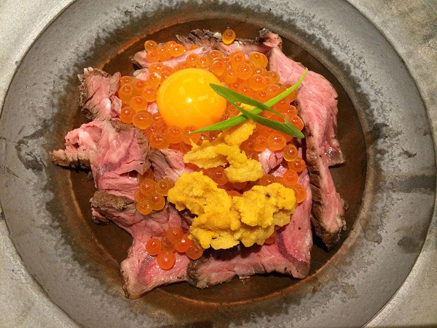 「焼肉トラジ」のルクア限定「名物うにくらローストビーフ丼」1800円、こちらの夜予算は5000円