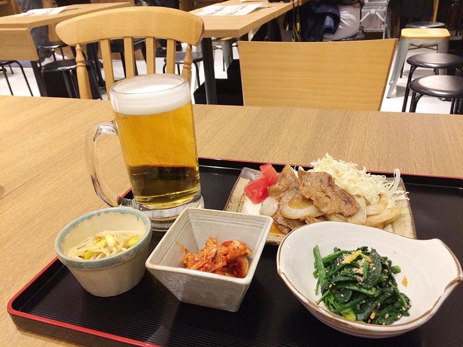 「お好み たまちゃん」の肴セット950円。ランチタイムから閉店までオーダーOK