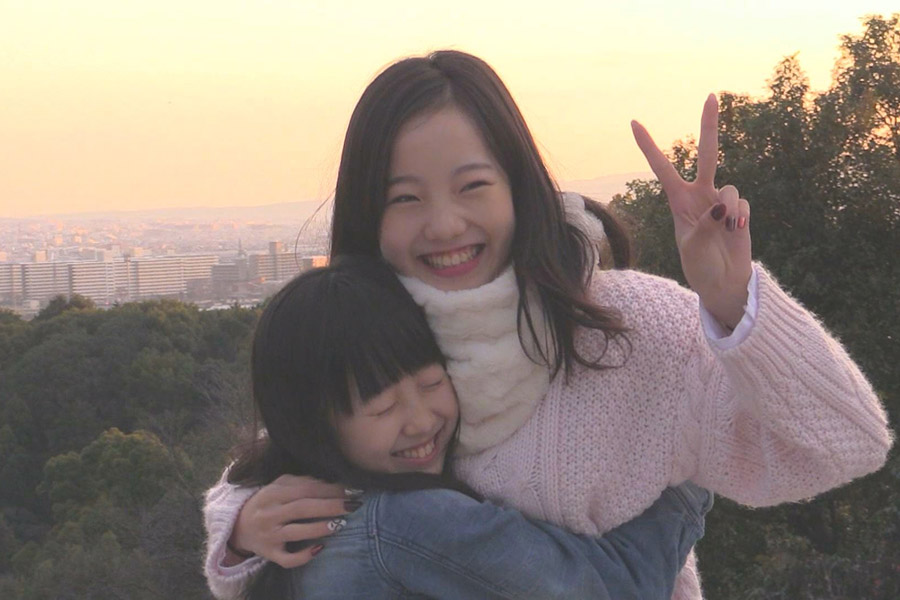 女優としても活躍する妹・望結との仲良しプライベートショット