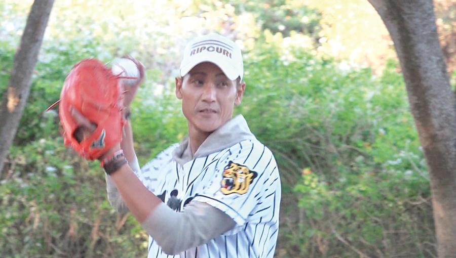 亀山とキャッチボールをする新庄