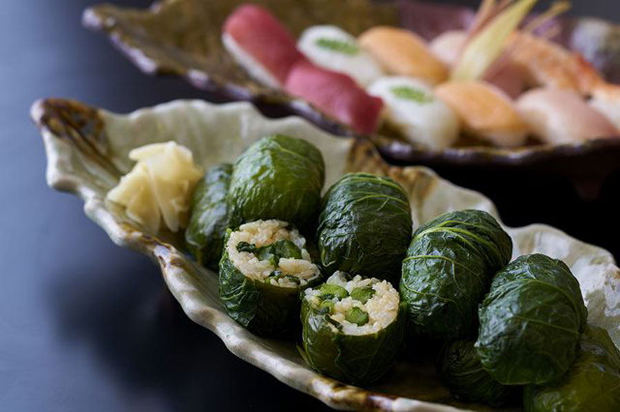 紀州名物の高菜の浅漬けを巻いためはり寿司もバイキングに登場