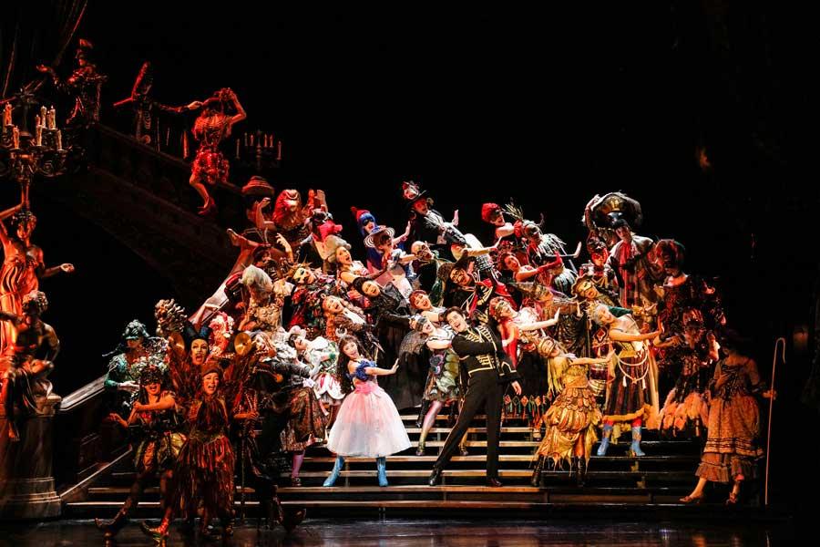 ミュージカル『オペラ座の怪人』のワンシーン。開幕前日におこなわれた公開舞台稽古より(26日・京都劇場)