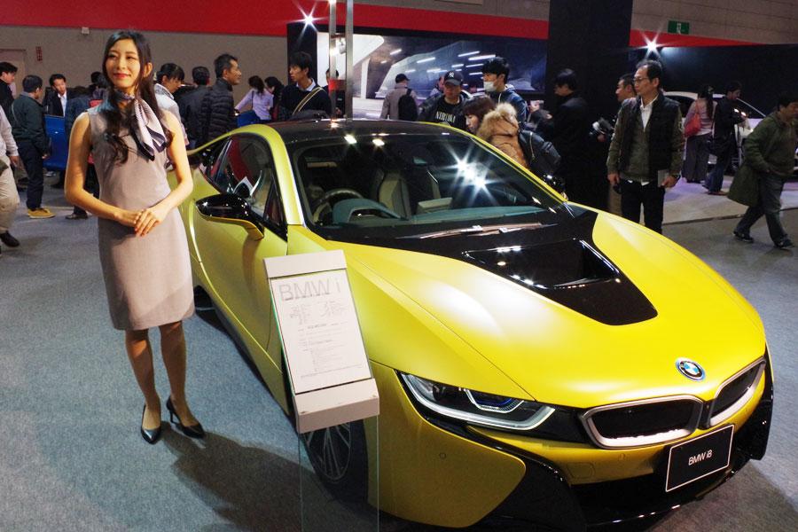 BMWのハイブリッド・スポーツカーi8の特別塗装車