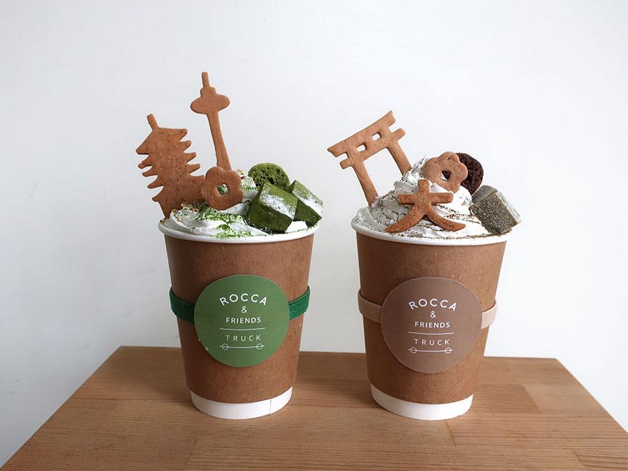 「ROCCA&FRIENDS TRUCK」に登場するドリンク。左から抹茶ラテ、ほうじ茶ラテ各1200円