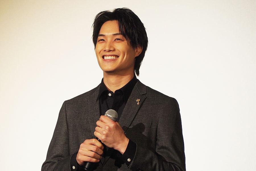 「大阪に住んだことないんですけど、大阪弁は勉強中です」とカタコトの関西弁を話し、桐谷からツッコまれていた鈴木伸之