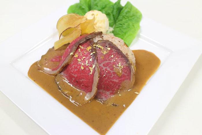 2500円相当の「但馬牛ローストビーフ丼」もガチャメニューに含まれる