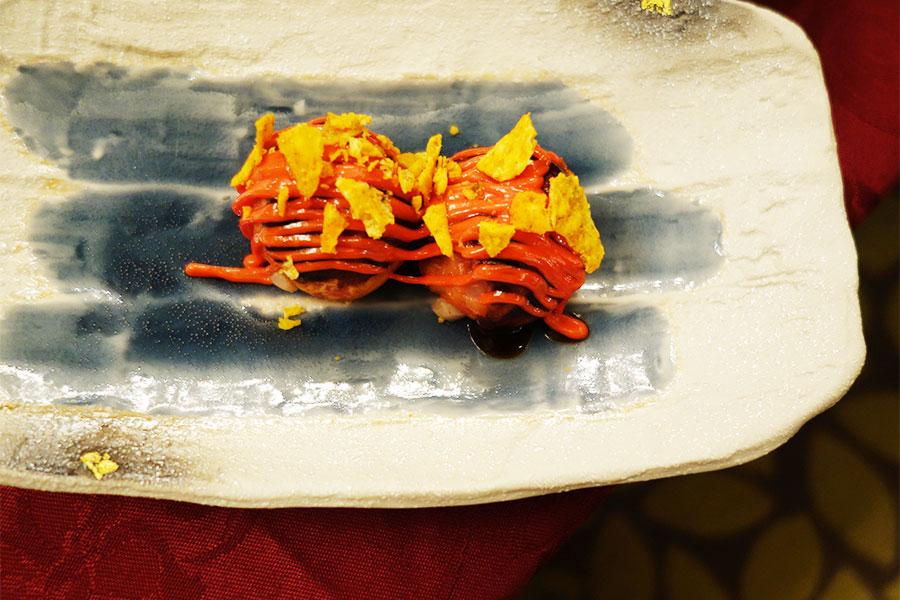 イタリアのライスコロッケ「アランチーニ」をイメージしたタコヤキ。モッツァレラ、ベーコン、ライス入り。