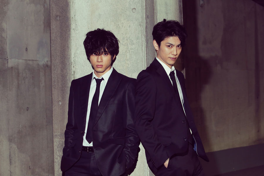 主演を務める(左から)山田裕貴、青木玄徳 (C)2018「闇金ドッグス 8&9」製作委員会
