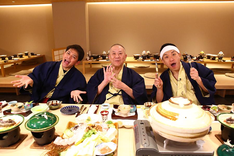 和歌山の冬の味覚・クエ料理を堪能した桂ざこば(中央)とますだおかだの2人