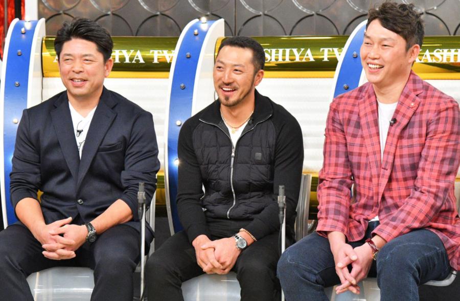 チームのムードメーカーにして右の主砲・新井貴浩選手をはじめ、ゴールデングラブ賞5回、日本を代表する守備の名手・菊池涼介選手、WBC日本代表にも選ばれた捕手の要・石原慶幸選手(右から)