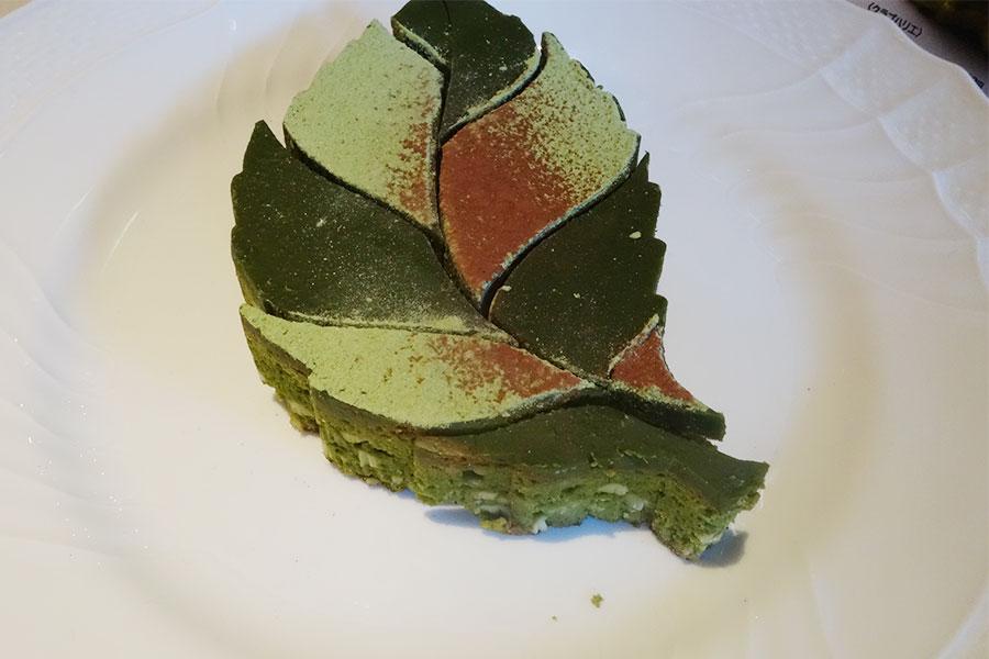 宇治抹茶を使った生チョコと組み合わせた「クラブハリエ」の抹茶ブラウニー2052円