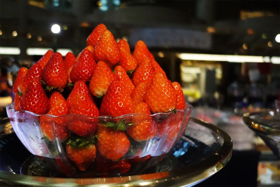 ホテルニューオータニ大阪の人気企画は、ブランドいちごの食べ比べ