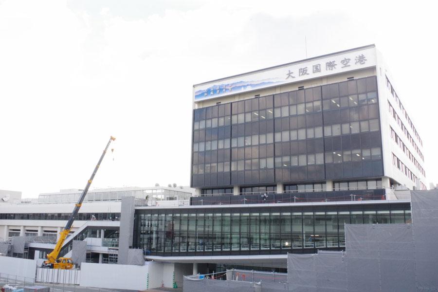 荷物を受け取ってから、大阪モノレールには直結。高速バスやタクシーなどの乗り場にはエスカレータも新設する