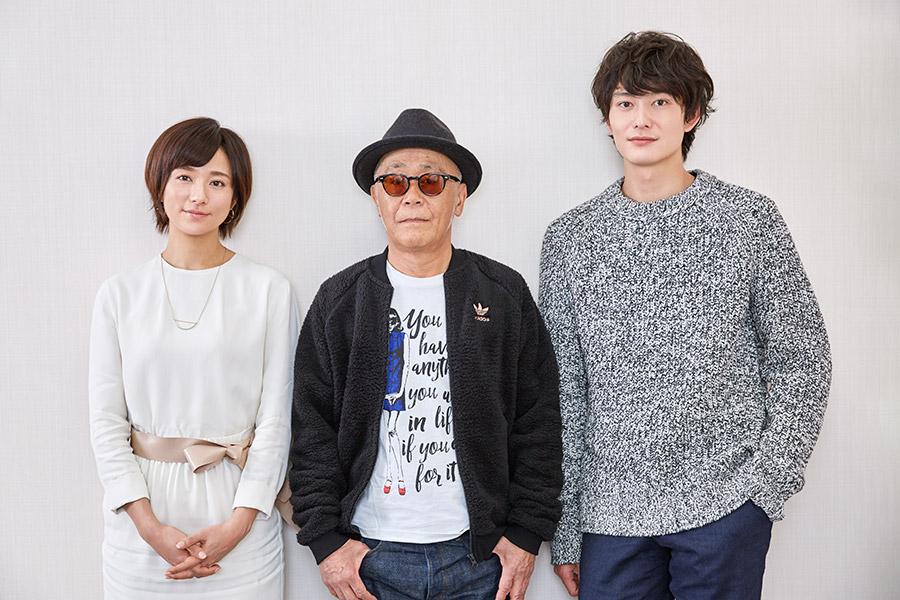 左から、木村文乃、廣木隆一監督、岡田将生
