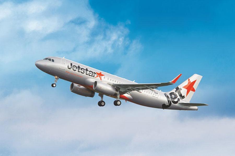 「関西国際空港」から「クラーク国際空港」への初の直行便を就航するジェットスターの機体