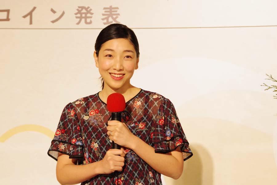 夫は俳優の柄本佑、父が俳優・奥田瑛二、母がエッセイストの安藤和津、夫の両親も俳優・柄本明、女優・角替和枝