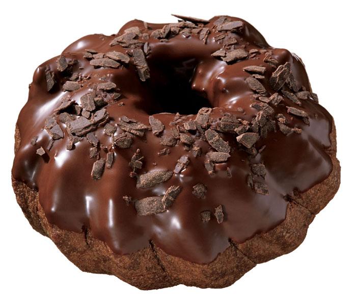 ふんわりとしたココア風味のシュー生地にフレークチョコを混ぜたビターショコラホイップをサンド。ベトナム産カカオ豆を使用したミルク風味チョコレートをコーティングし、フレークチョコをトッピングした「シューショコラ ダブルショコラ(183円)」