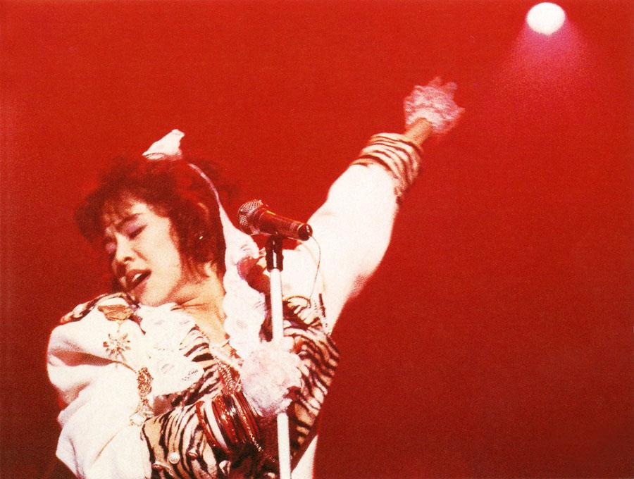 1984年メジャーデビューし、紅一点のボーカル・NOKKOのキュートでパワフルな歌声やファッションが話題を呼びブレイクしたレベッカ