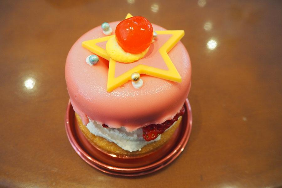 「セーラームーン・コンパクト・ケーキ〜ストロベリーレアチーズ〜」800円