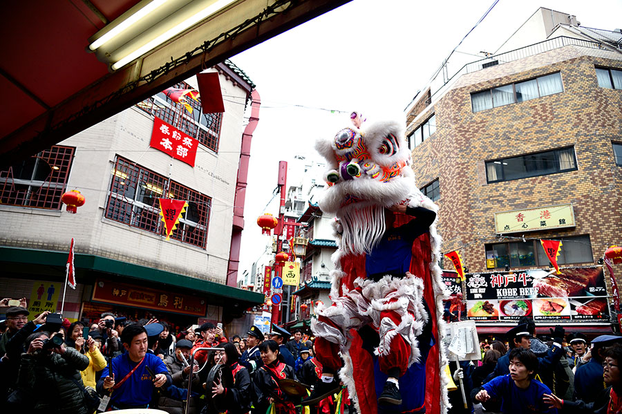 獅子舞が商店街を巡る「獅子舞採青(ししまいつぁいちん)」