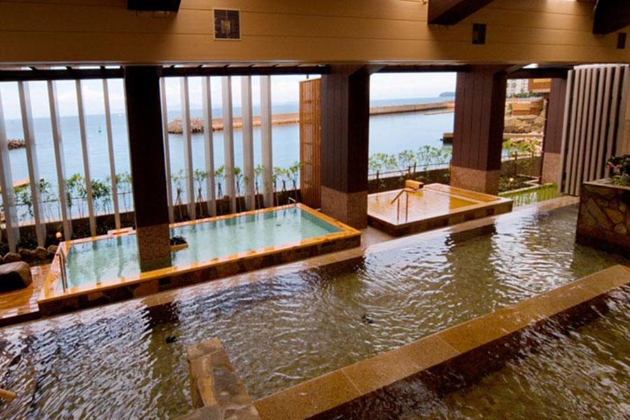 「ホテルニューアワジ」「淡路夢泉景」「渚の荘花季」「海のホテル島花」の宿泊客、及び日帰りプランで入浴できる「スパテラス水月」